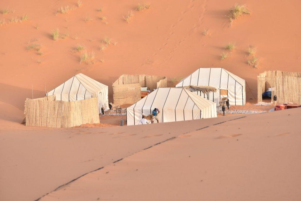 Eine Nacht in der Wüste zu verbringen ist schon ein ganz besonderes Erlebnis. Bildquelle: © Oliver Schweizer / Unsplash.com