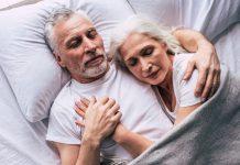 Die Auswahl der richtigen Bettwäsche ist ebenfalls entscheidend für einen gesunden und ruhigen Schlaf. Bildquelle: Shutterstock.com