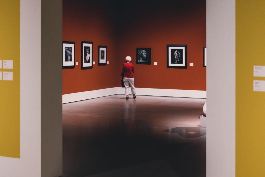 Viele Museen bieten inzwischen spezielle Führungen für an Demenz erkrankte Menschen an. Bildquelle: © Soren Astrup Jorgensen / Unsplash.com