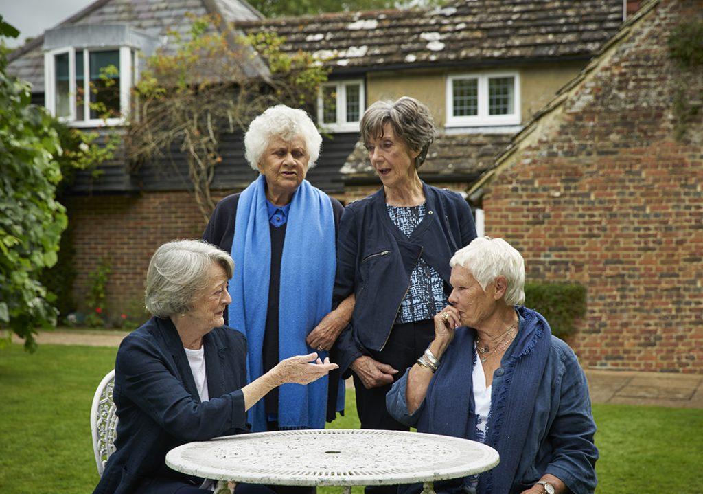 Von l nach r Smith, Plowright, Atkins, Dench - die Grande Dames des Films in TEA WITH THE DAMES. Quelle: © Credit Mark Johnson