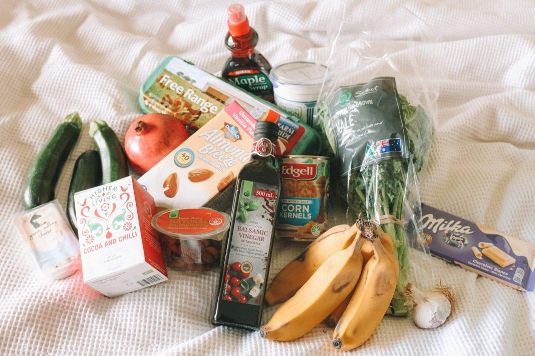 Lebensmittelverschwendung können wir vor allem durch bewusstes Einkaufen vermeiden. Bildquelle: © Maddi Bazzocco / Unsplash.com