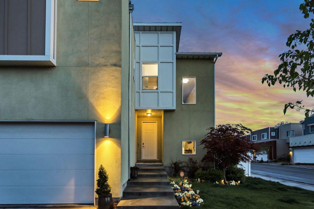 Mit der sog. Immobilien-Leibrente besteht die Möglichkeit sein Eigentum in eine Rentenzahlung umzuwandeln und dennoch in den eigenen vier Wänden bleiben zu können. Bildquelle: © Brian Babb / Unsplash.com
