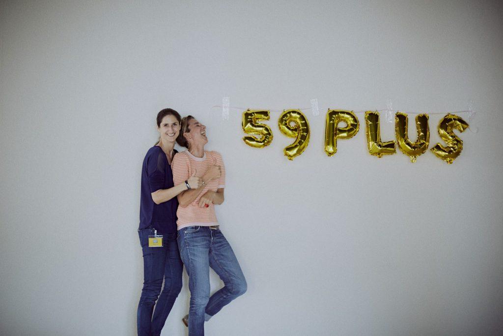 Stefanie Nienhaus und Simone Brüggemann von 59plus freuen sich über eine gelungene Veranstaltung. Bildquelle: © 59plus GmbH