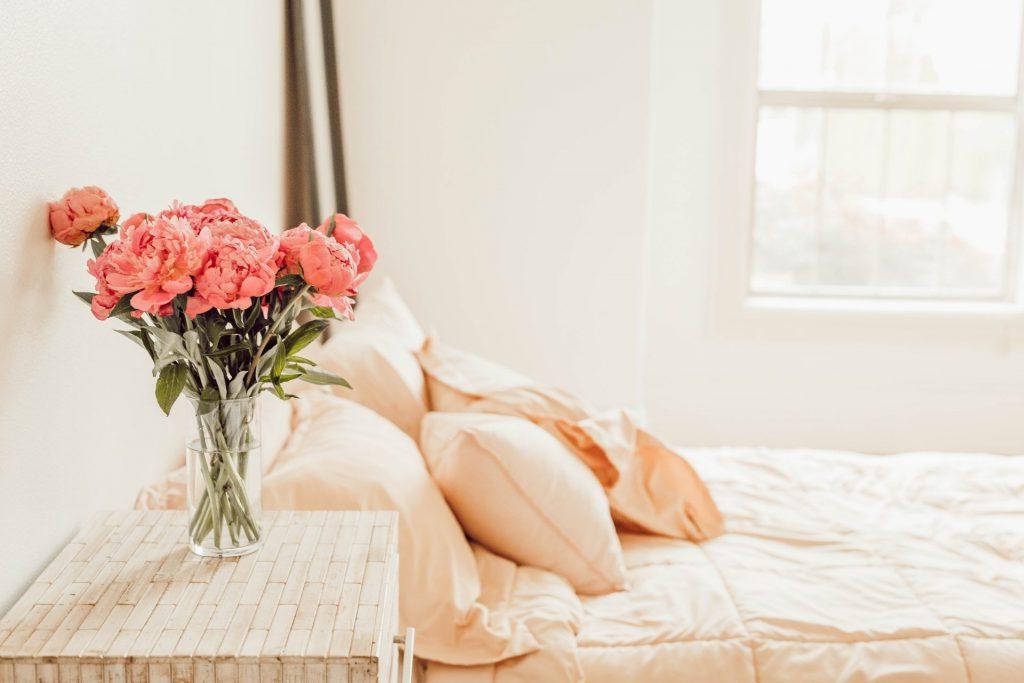 In unserem Schlafzimmer sollten wir Ruhe und Erholung finden. Dafür lohnt es sich in jedem Fall die Schlafsituation mit dem eigenen Partner genauer zu betrachten. Bildquelle: © Liana Mika / Unsplash.com
