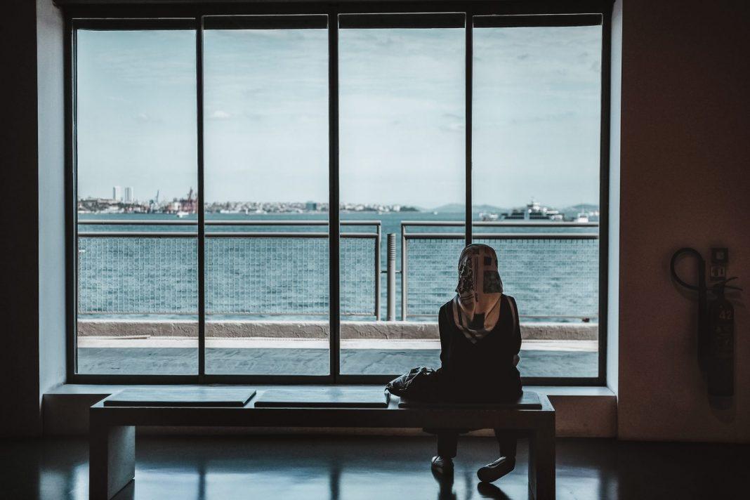 Der Umgang mit Demenz stellt auch andere Kulturkreise vor große Herausforderungen. Bildquelle: © Maria Teneva / Unsplash.com
