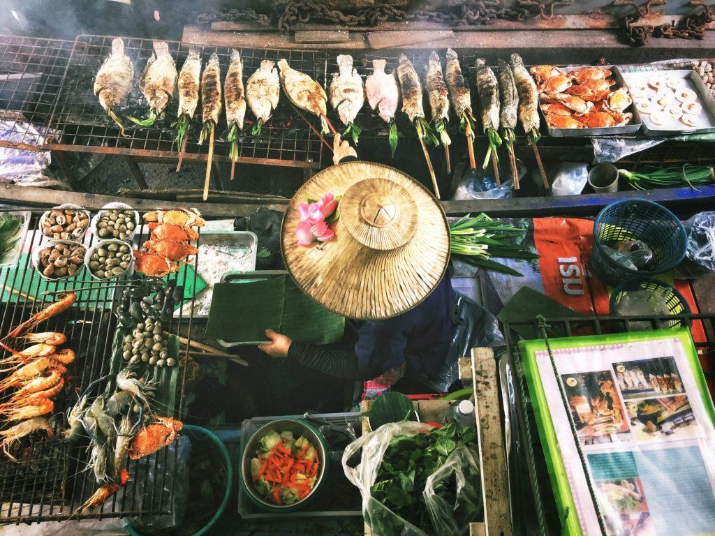 Wer die asiatische Küche mag, kommt natürlich in Thailand kulinarisch voll auf seine Kosten. Bildquelle: © Lisheng Chang / Unsplash.com