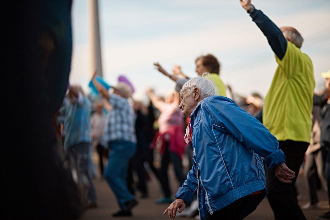 Wir sind eben niemals zu alt eine richtig gute Party zu feiern. Kommen Sie zum vierten Seniorenflashmob in Düsseldorf. Bildquelle: © 59plus GmbH8