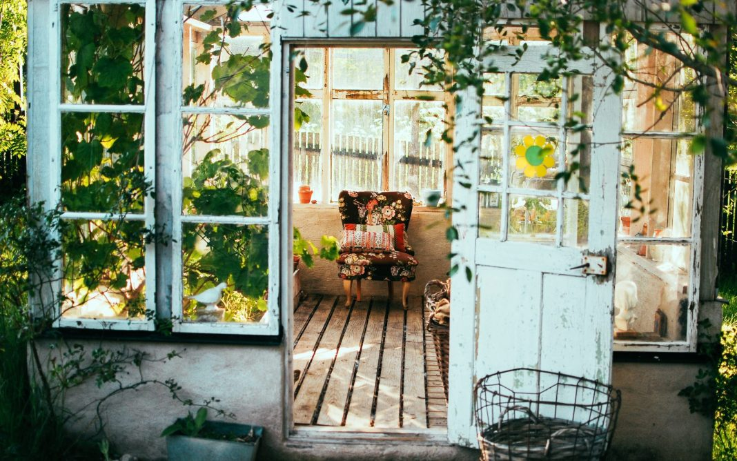 Die Wohnungsanpassung hat einen enormen Einfluss auf das Wohlbefinden eines an Demenz erkrankten Menschen. Bildquelle: © Arno Smit / Unsplash.com