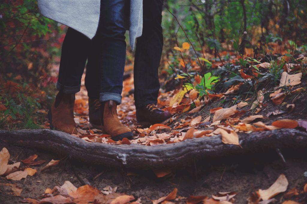 Das richtige und optimal sitzende Schuhwerk ist entscheidend für das Wohlbefinden unserer Füße. Bildquelle: © Takahiro Sakamoto / Unsplash.com