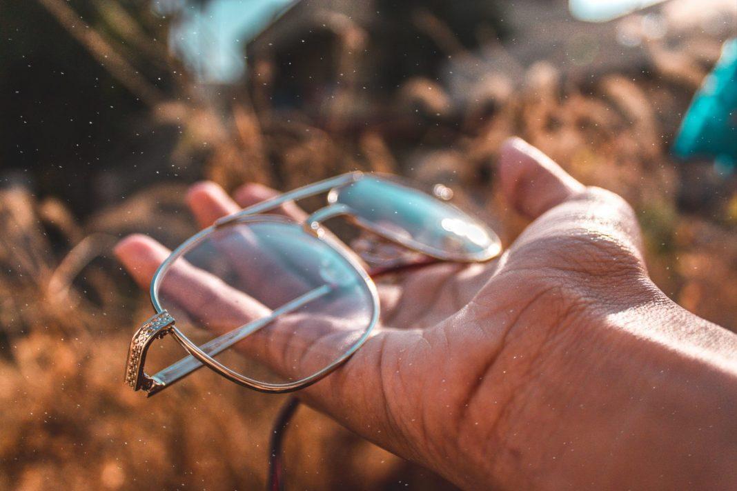 Die Gleitsichtbrille ist für viele von uns eine enorme Erleichterung, aber auch eine finanzielle Herausforderung. Bildquelle: © Andy Hyd / Unsplash.com