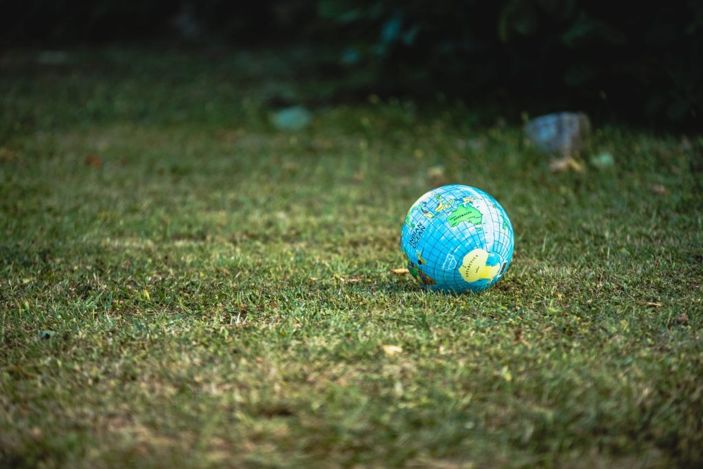 Unsere Erde benötigt alternative Energien und auch mit diesen lässt sich am Finanzmarkt Geld verdienen. Bildquelle: © Guillaume de Germain / Unsplash.com