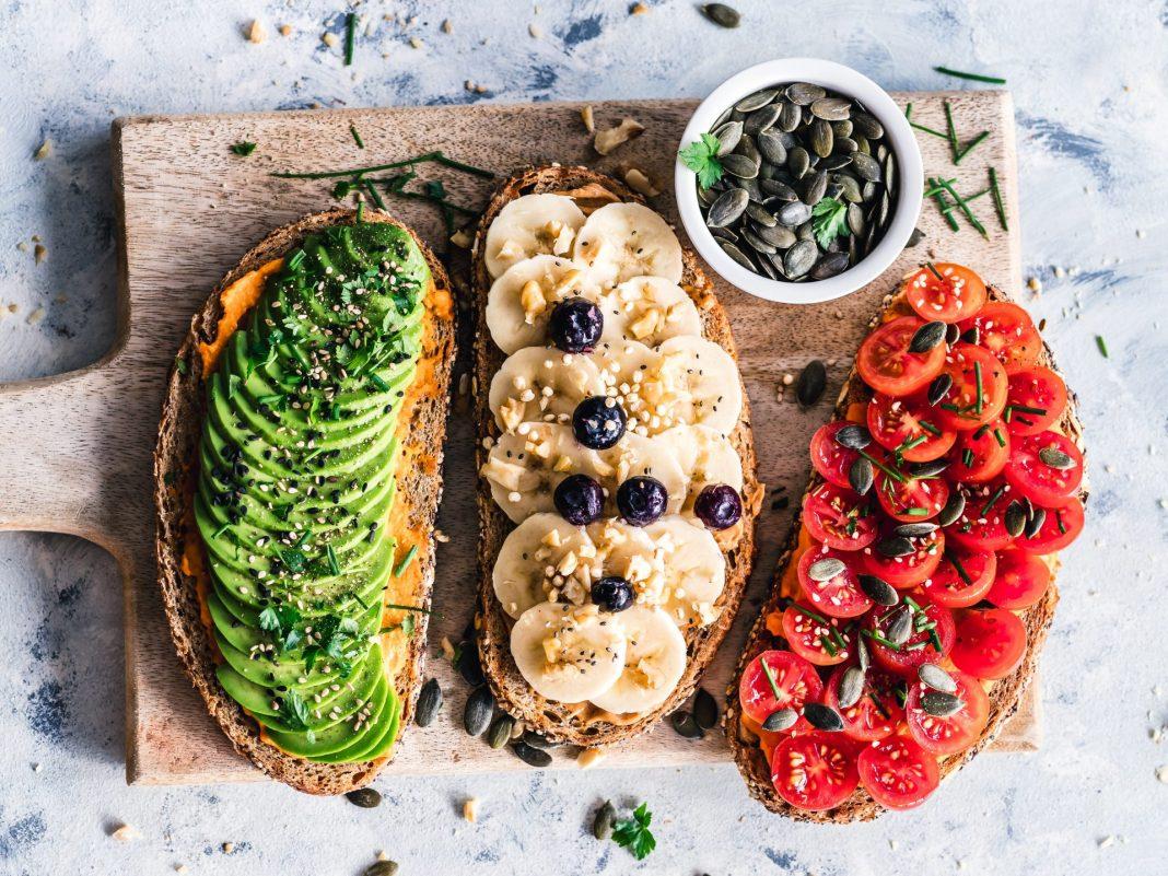 Auch die Generation 59plus findet zunehmend mehr Gefallen an der vegangen Ernährung. Bildquelle: © Ella Olsson / Unsplash.com
