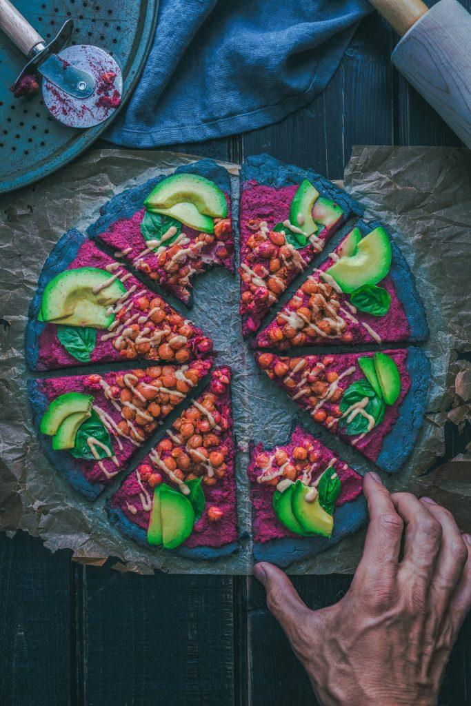 Sich vegan zu ernähren bedeutet natürlich mehr Aufwand, dennoch ist das Angebot an Lebensmitteln inzwischen deutlich vielseitiger geworden. Bildquelle: © Rustic Vegan / Unsplash.com