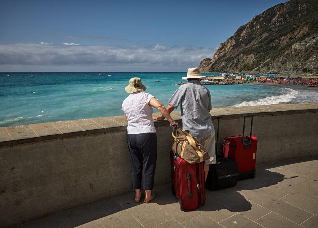 Der Rollkoffer ist auf Reisen vor allem wegen seiner leichten Beweglichkeit sehr beliebt. Bildquelle: © Vidar Nordli Mathisen / Unsplash.com