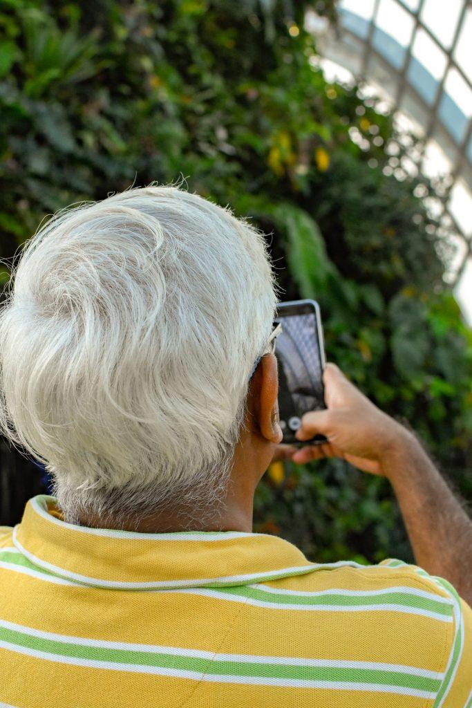 Dank einer Haartransplantation sich wieder wohlfühlen und am gesellschaftlichen Leben teilnehmen. Bildquelle: © Gervyn Louis / Unsplash.com