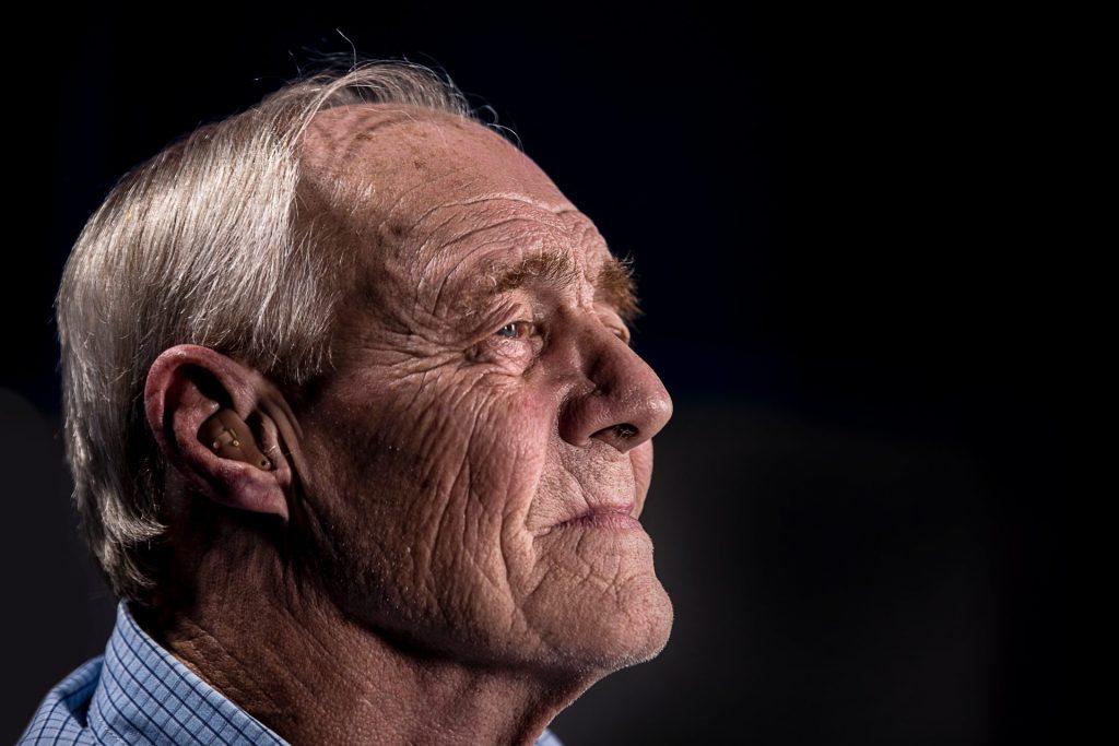 Die Kriegsgeneration ist oftmals mit ihren Traumata allein gelassen worden und hat somit das ein oder andere unbewusst an die Kindergeneration weiter gegeben. Bildquelle: © Jd Mason / Unsplash.com