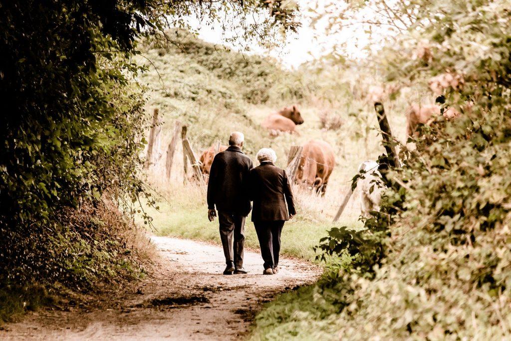 Sich auch im Alter in seiner Haut wohlfühlen - das sollte das Ziel eines jeden von uns sein. Bildquelle: © Pixabay.com