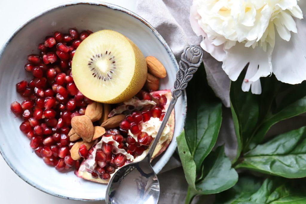 In vielen Obst- und Ein schmackhaftes und vitaminreiches Frühstück sorgt schon für einen perfekten Start in den Tag. Bildquelle: © Magalie de Preux / Unsplash.com
