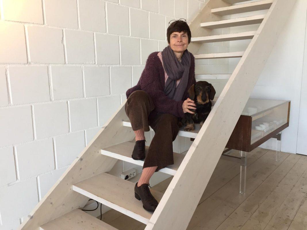 Katharina Martini mit ihrem Dackel Max. Bildquelle: © Franca Pilz