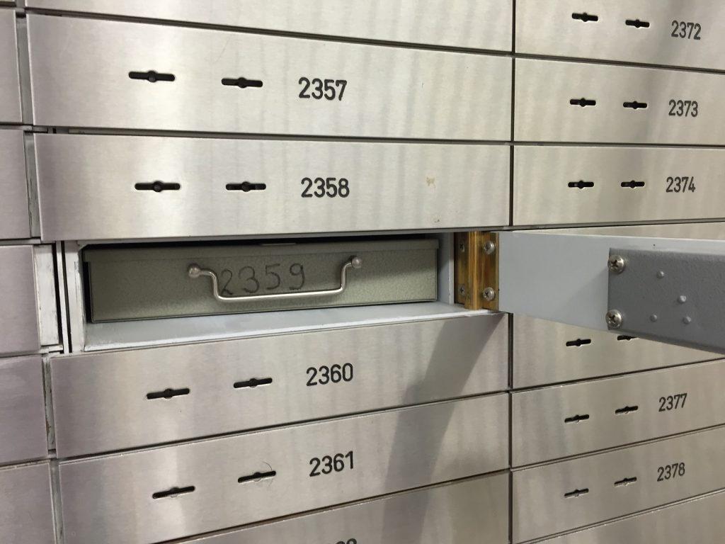 Nahezu jede Bank bietet Bankschlißfächer an in denen wir wichtige Dokumente lagern können. Bildquelle: © Pixabay.com