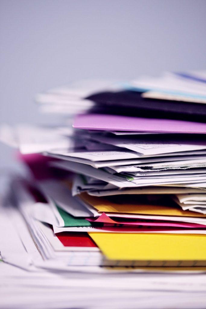 Wer kennt ihn nicht, diesen einen Faulhaufen in dem nicht selten auch wichtige Dokumente liegen. Bildquelle: © Sharon Mc Cutcheon / Unsplash.com