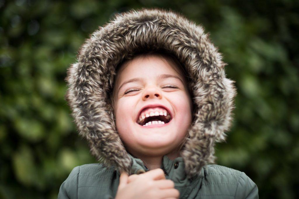 Wir alle möchten unsere Enkel doch strahlend lachen sehen. Bildquelle: © B. von Lanthen / Unsplash.com