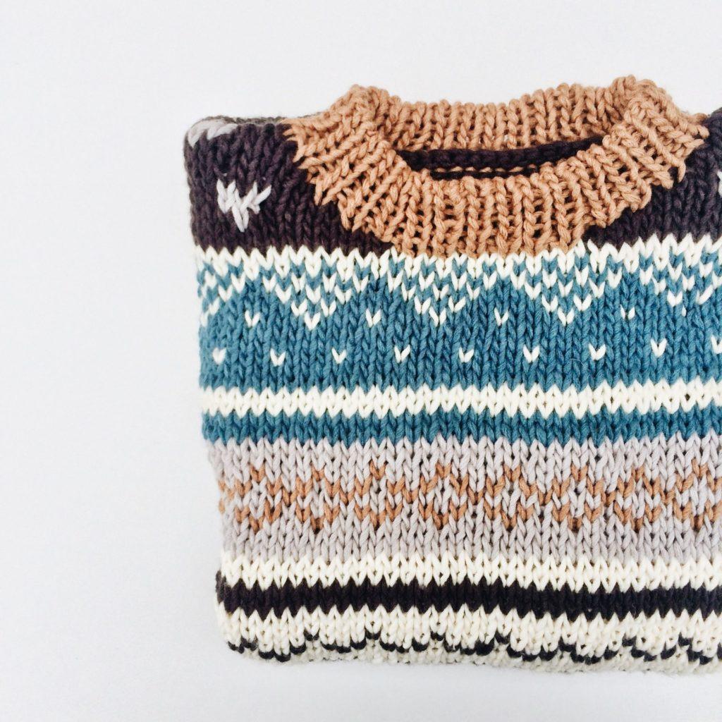 Ob Sommer oder Winter, Pullover mit tollen Mustern lassen sich für jede Jahreszeit ganz wunderbar selbst stricken. Bildquelle: © Rocknwool / Unsplash.com