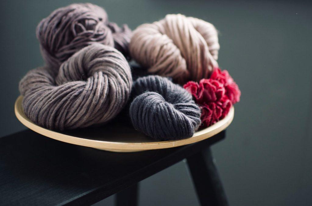 Hochwertige Wolle macht es möglich Strickmode selbst in Handarbeit herzustellen. Bildquelle: © Soraya Garcia / Unsplash.com