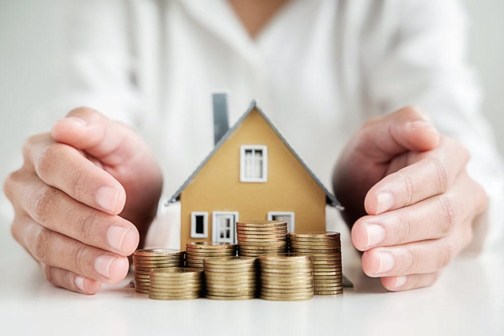 Sorgenfrei in Rente gehen und das Leben genießen. Neben dem normalen Immobilienverkauf, gibt es noch andere Möglichkeiten, z. B. bei denen das Haus weiter genutzt werden kann. Bildquelle: © Shutterstock.com