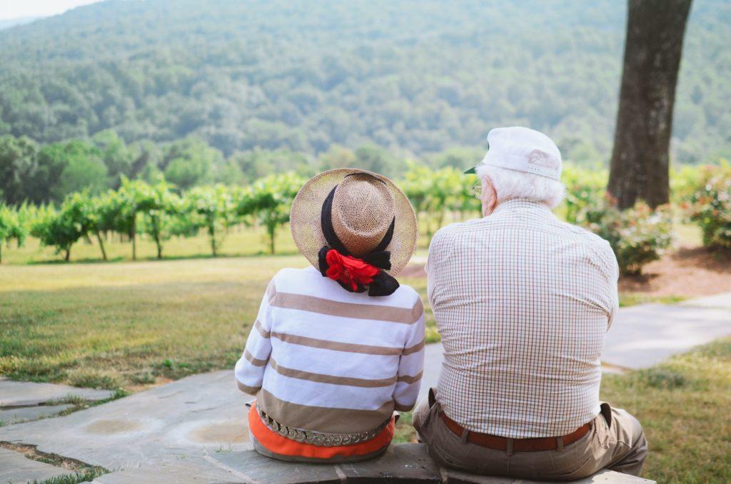 Mit der richtigen Kopfbedeckung lässt sich eine sommerliche Hitzewelle gut überstehen. Bildquelle: © Christian Bowen / Unsplash.com