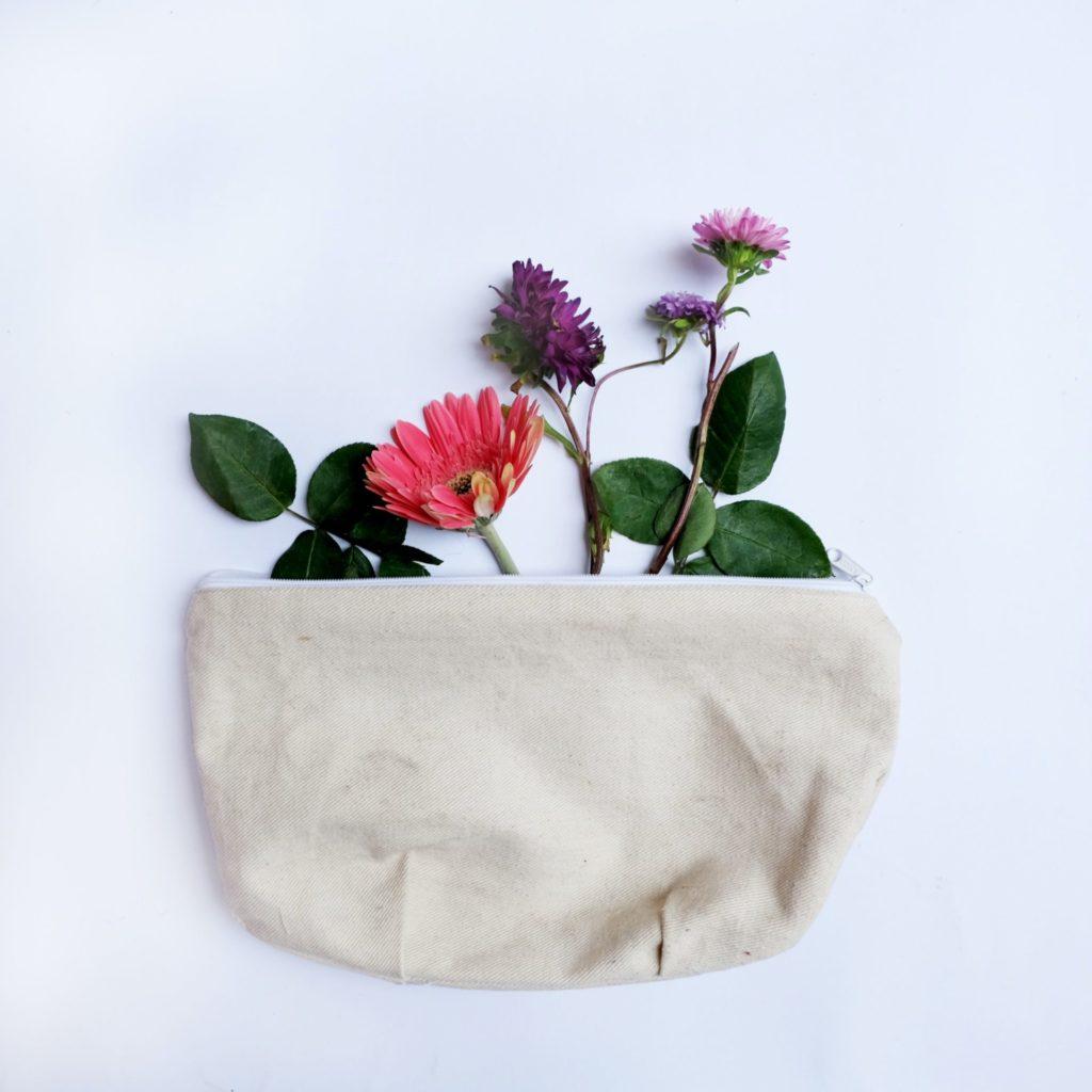 Naturkosmetik oder ganz herkömmliche Kosmetikartikel sind in einer großen Anzahl online bestellbar. Bildquelle: © Ika Dam / Unsplash.com