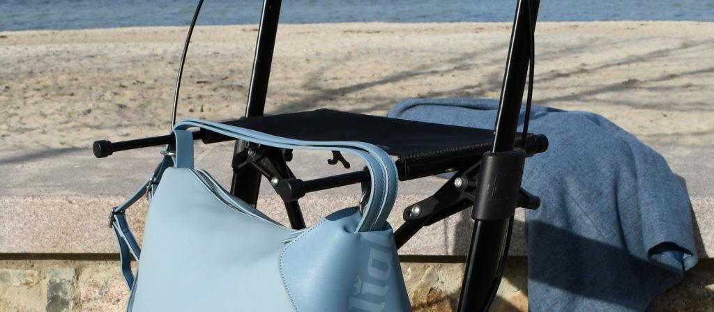 Sinnvolle Details machen diese Accessoires nicht nur optisch zu einem Highlight, sondern unterstützen uns auch sinnvoll in der Bewegung mit dem Rollstuhl oder Rollator. Bildquelle: © rollial accessoires
