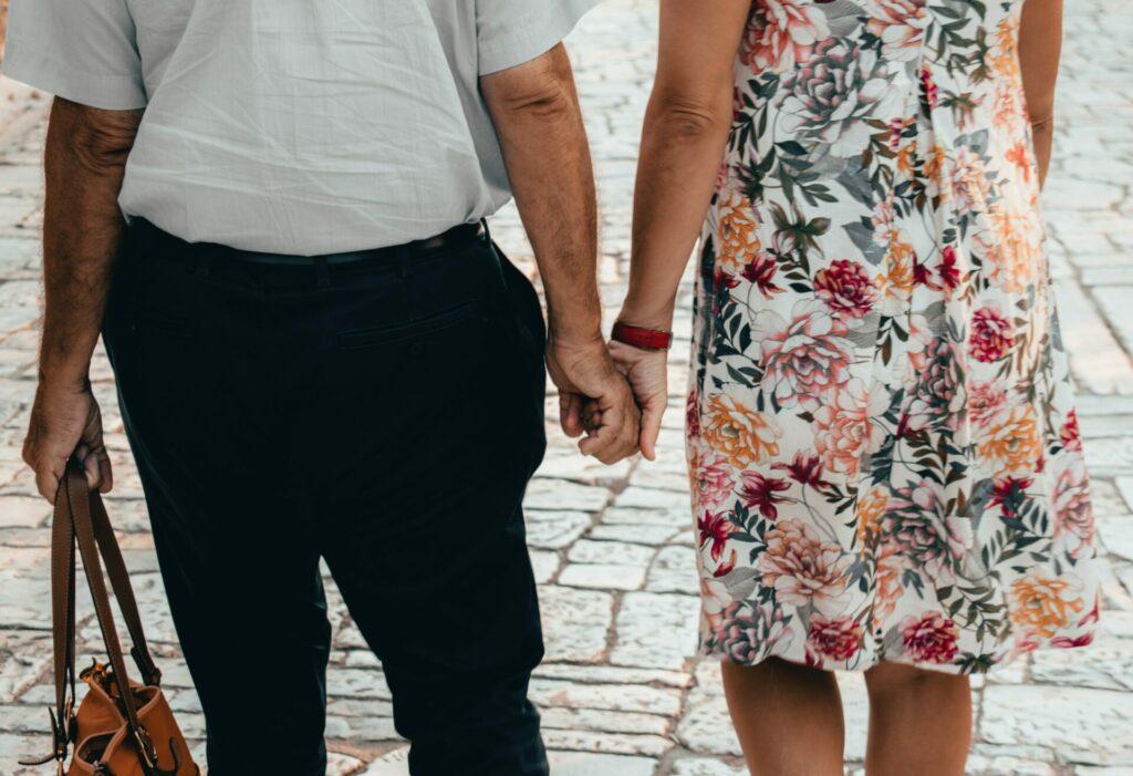 Leider noch immer ein Tabu Thema - Inkontinenz. Dabei können wir einiges tun, um ein weitestgehend normales Leben damit zu führen. Bildquelle: © Lucas Cleutjens / Unsplash.com