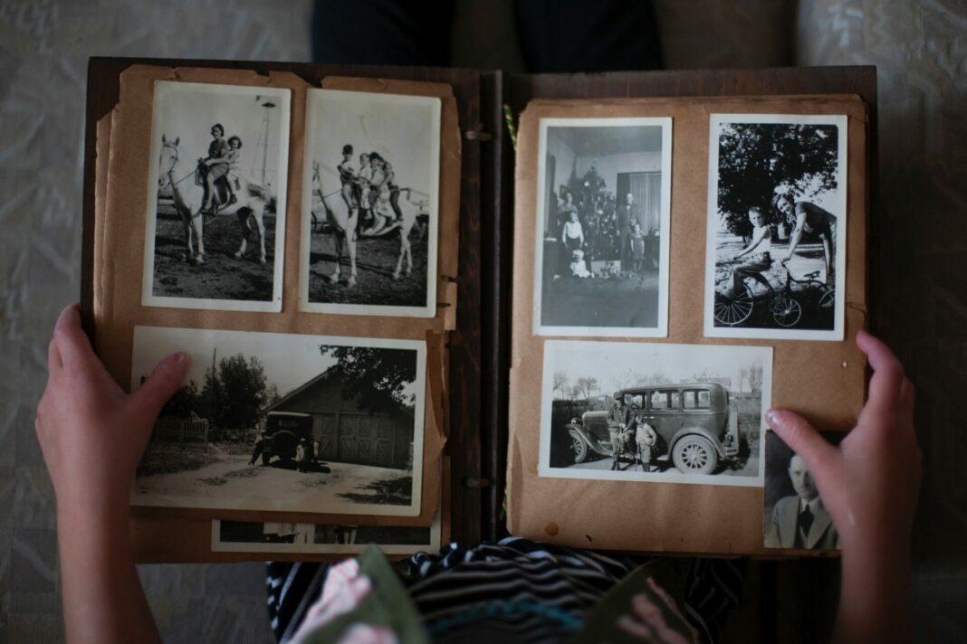Alte Fotos sind wunderbar, um Erinnerungen an vergangene Zeiten am Leben zu erhalten und vielelicht einmal den Enkeln von fernen Reisen berichten zu können. Bildquelle: © Laura Fuhrman / Unsplash.com