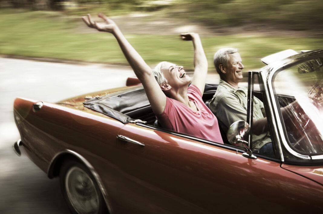 Frei und ungezwungen den Lebensabend genießen. Genau das ist für den ein oder anderen von uns durch einen Teilverkauf der Immobilie möglich. Bildquelle: © Getty Images / Steve Cole Images