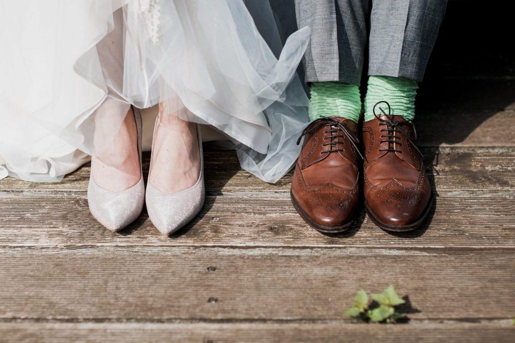 Die ein oder anderen von uns erinnern sich noch mit einem Lächeln an den Hochzeitstag, als sie jung und übermütig waren. Bildquelle: © Marc a Sporys / Unsplash.com