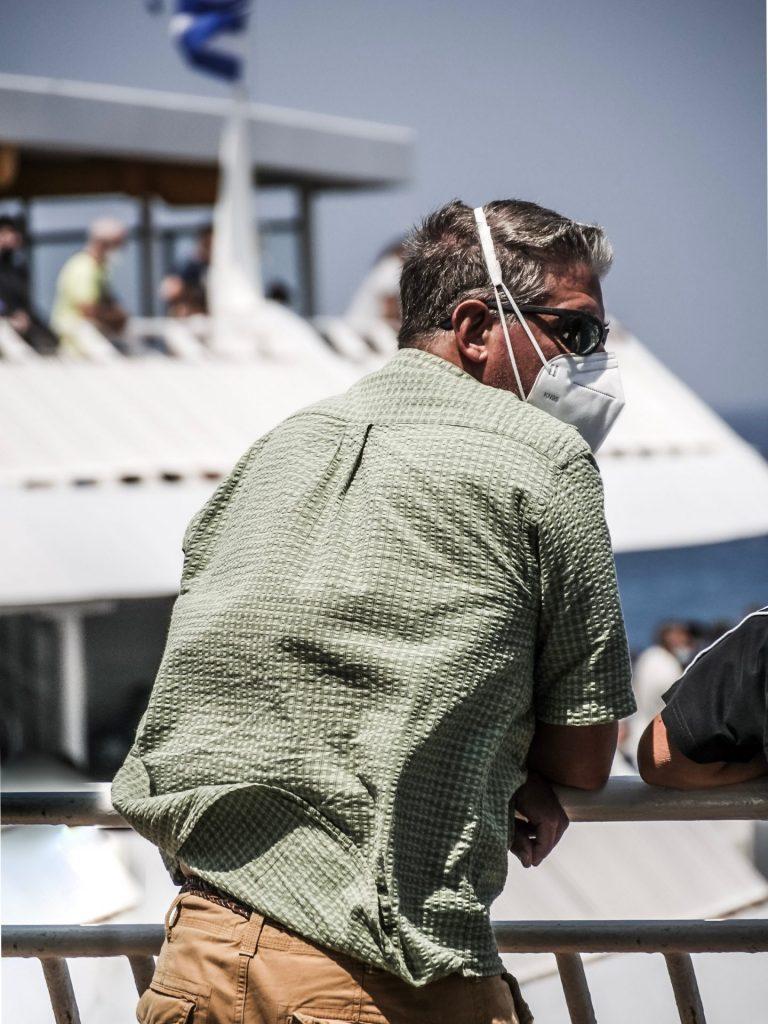 Das richtige Tragen der MaDas richtige Tragen der Maske ist entscheidend und wichtig. Bildquelle: © Alexandros Giannakakis / Unsplash.com