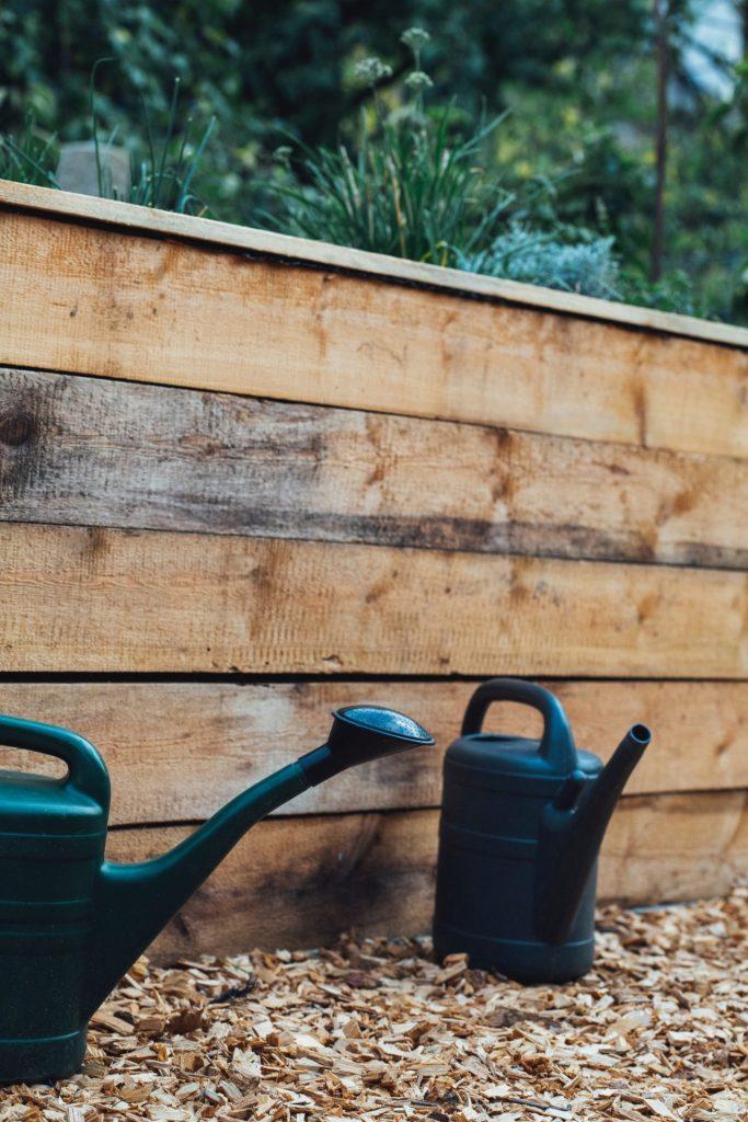 Ein Hochbeet kann sogar auf dem Balkon seinen Platz finden und schon unseren Rücken enorm bei der Gartenarbeit. Bildquelle: © Markus Spiske / Unsplash.com