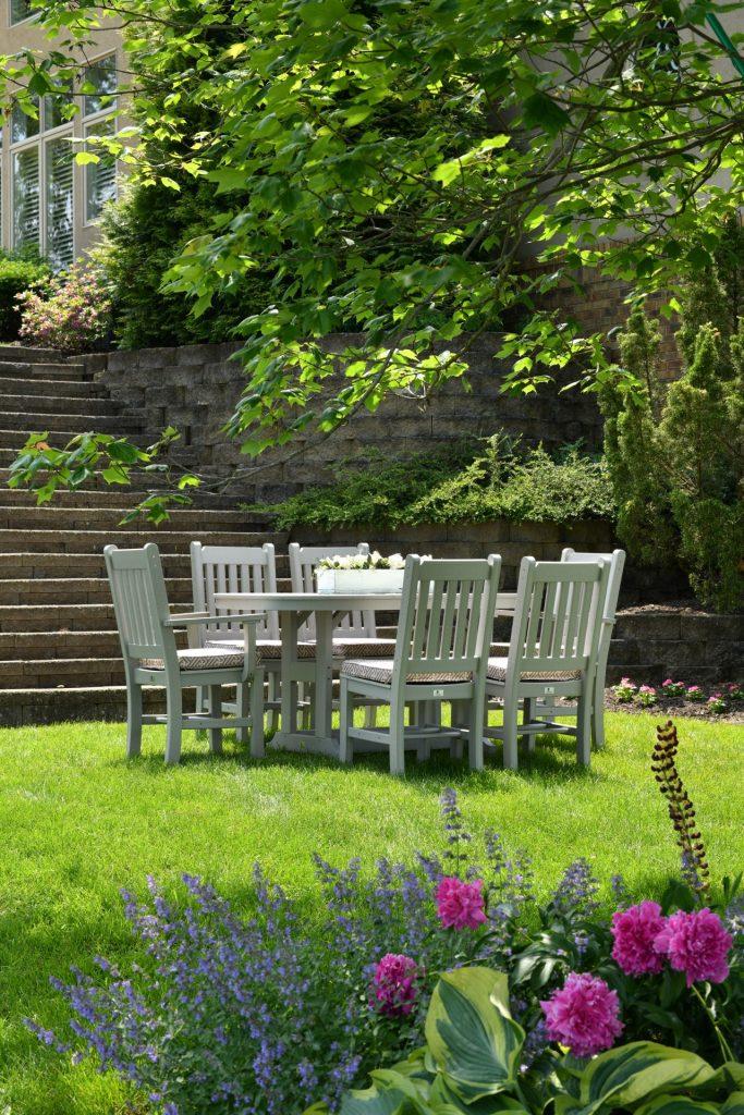 Funktionale und bequeme Möbel sind entscheidend bei der richtigen Gartengestaltung. Bildquelle: © Randy Fath / Unsplash.com