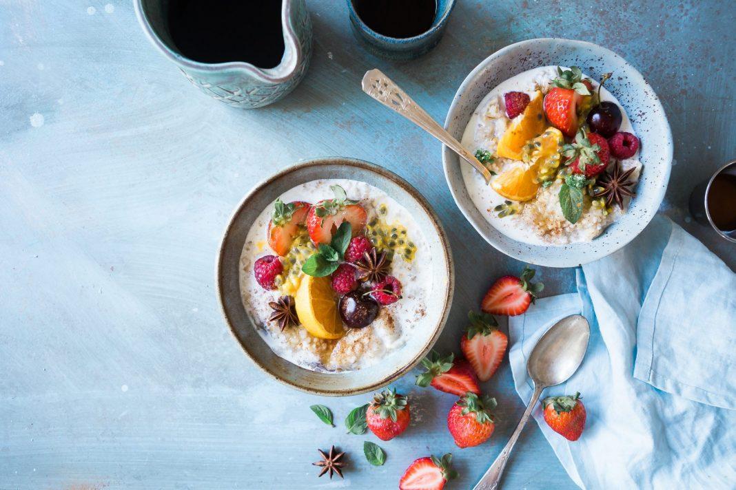 Die Umstellung der Ernährung kann sich deutlich poistiv auf einen Reizmagen auswirken. Bildquelle: @ Brooke Lark / Unsplash.com