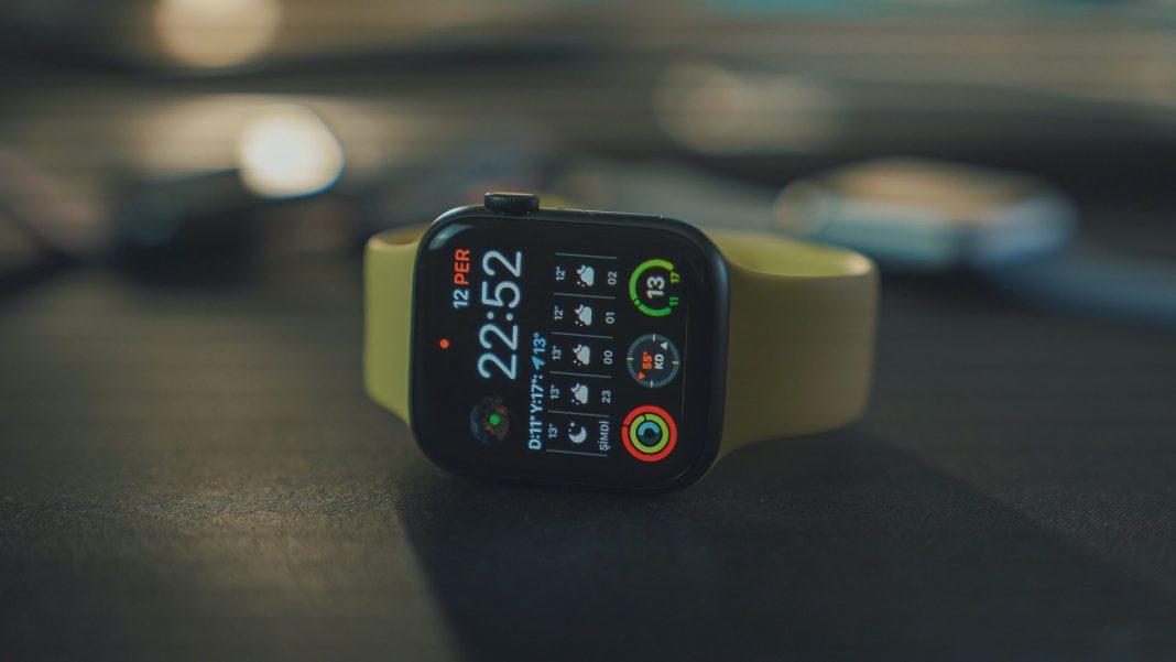Die Smartwatch kann wertvolle Funktionen im Alltag übernehmen. Bildquelle: © Onur Binay / Unsplash.com
