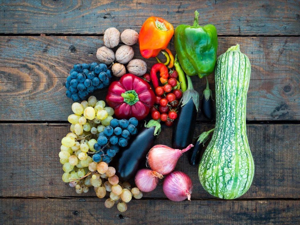 Neben dem Saisonkalender bietet der Wochenmarkt eine gute Möglichkeit laufend saisonale Produkte zu erhalten. Bilsquelle: © Dan Cristian Padure / Unsplash.com