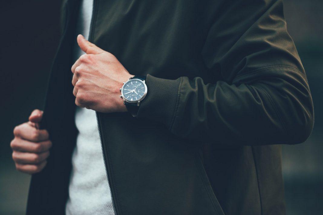 Uhren sind schon immer ein ganz besonderes modisches Accessoire gewesen, warum soll das also auch nicht in der Generation 59plus so bleiben. Bildquelle: © Jan Fillem / Unsplash.com