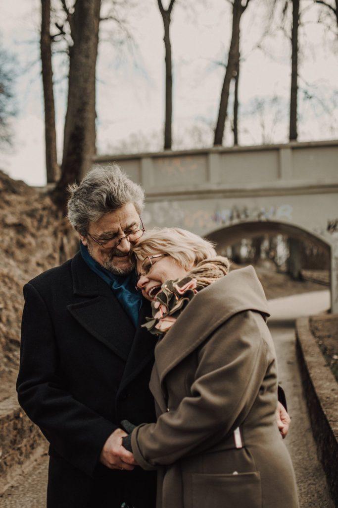 Warum nicht auch mal ein Date? Das Thema Sexualität hat auch im Alter noch immer eine wichtige bedeutung. Bildquelle: © Renate Vanaga / Unsplash.com