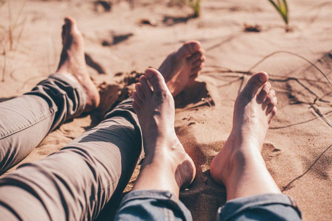 Fersenschmerzen können einen ganz unterschiedlichen Ursprung haben, sind aber leider oft sehr schmerzhaft. Bildquelle: © Angelo Pantazis / Unsplash.com