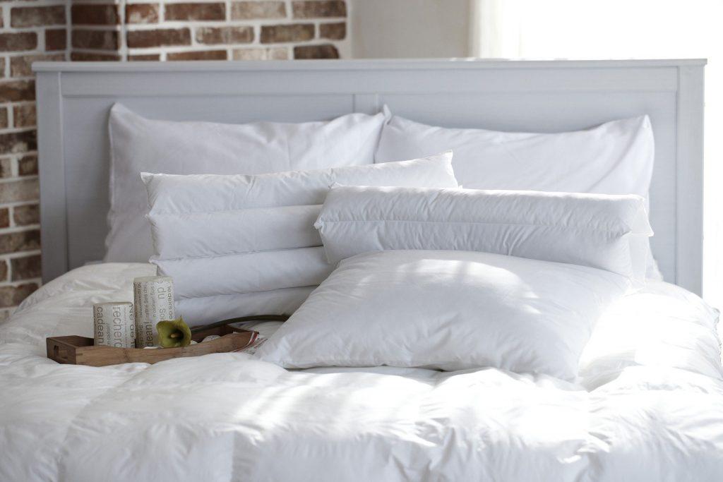 Die richtige Matratze, Bettzeug aus hochwertigen Materialien und Bettwäsche aus Naturfasern machen jeden noch so kleine Schlafzimmer zu einer Wohlfühloase. Bildquelle: © Pixabay.com