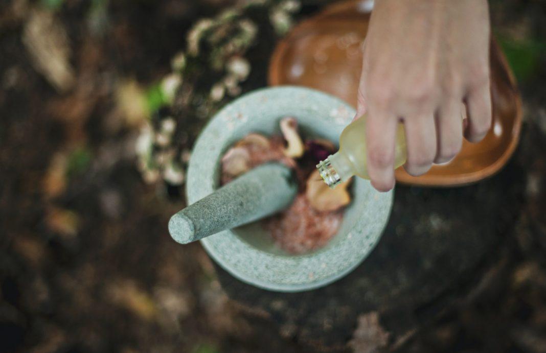 Düfte können beruhigend und anregend zugleich sein und unser Wohlbefinden daher durchaus wesentlich beeinflussen. Bildquelle: © Katherine Hanlon / Unsplash.com